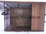 деревянный вольер с будкой